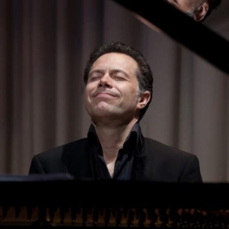 Dominic Alldis solo pianist