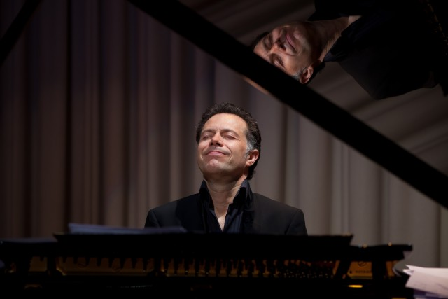 Dominic Alldis pianist